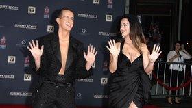 Katy Perry ukázala hvězdný dekolt, ale ruce má od betonu!