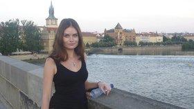 Hledá se kráska, které před pěti lety spadl foťák z jezu v Krumlově do vody