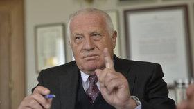 Klaus buduje národní frontu proti uprchlíkům. Od komunistů k ODS