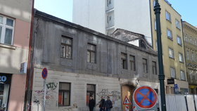 Centrum Prahy zase o něco smutnější: Další historický dům bude srovnán se zemí