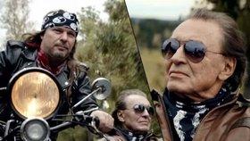 Gott zdrsněl: Natočil klip na motorce a v tovární hale