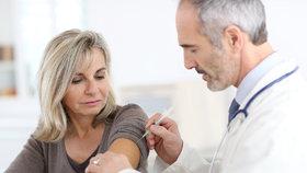 SENIOŘI POZOR: Očkování proti pneumokokům zdarma!