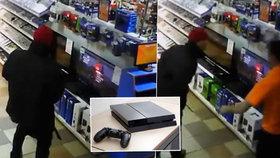 Přistižen při činu: Úchyl onanoval nad PlayStation 4 v obchodě s videohrami plném lidí
