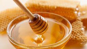 Jamajčan strávil 82 dní ve vazbě kvůli medu. Celníci tekutinu měli za pervitin