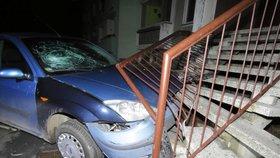 Smrt za volantem na Nymbursku: Taxikář naboural do hřbitovní zdi