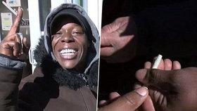 Bezdomovci dostali na Štědrý den marihuanu zdarma, to se může stát jenom v USA