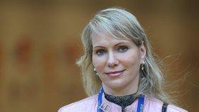 Miliardářka je v 53 letech těhotná a čeká dvojčátka! Její majetek je 210 miliard