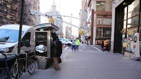 Masturbační budku postavili v New Yorku, za první den v ní onanovala stovka mužů