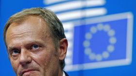 Tusk míří k výslechu parlamentní komise kvůli pyramidovému fondu. Ten okradl tisíce Poláků