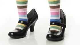 Jak vybrat dětem boty? Mají chodit naboso, v měkkých či tvrdých botách?