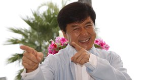 Vyhrožování násilím, řízení v opilosti, sex s prostitutkami: Jackie Chan prozradil úlety v autobiografii