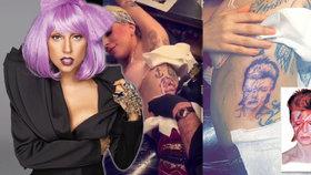 Lady Gaga si nechala vytetovat Bowieho, podívejte se na její pěknou kérku