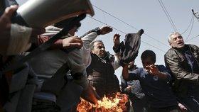 Chtějí uprchlíci svého Palacha? Zoufalí běženci v Idomeni se pokusili upálit