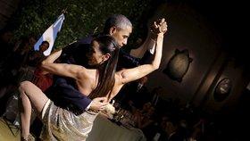 Prezidentské tango: Obama se zapletl do tanečnice, první dáma si držela odstup