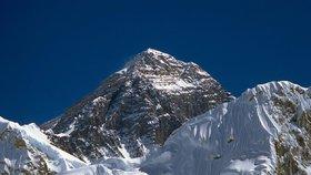 Indičtí vědci přeměří Mount Everest: Nejvyšší hora světa se možná zmenšila