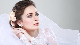 100 let svatebních šatů: Jaké materiály a střihy se nosily dříve?
