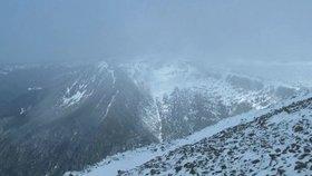 Krkonoše vyhlásily lavinové nebezpečí. Pokrývka je po hustém sněžení mokrá a kluzká