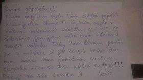 Dobří lidé v Česku nevymřeli: Julie dárkem rozzářila úsměv náhodné kolemjdoucí