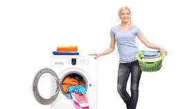 6 babských rad, jak prát prádlo: Pryč se skvrnami a zašedlou bílou!