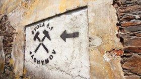 Bývalí vězni si připomněli hrůzy lágrů v Jáchymově. Tisíce muklů tu zemřely