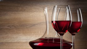 Proč pít červené víno? Zlepší vám pleť, udrží mládí a pomáhá při rakovině!