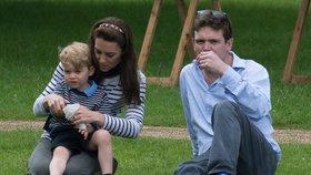 Kate s Georgem a Charlotte vyrazila na koňské závody: Jak jim to slušelo?