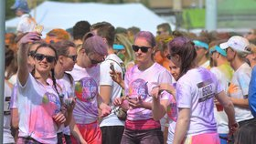 Pestrobarevný běh je zpět: Na The Color Run na výkonu nezáleží, hlavní je zábava