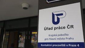 V Česku je bez práce 200 tisíc lidí. Firmám přitom chybí skladníci i šoféři
