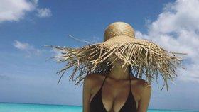 Celebrity na síti: Victoria Beckham se ostříhala a kdo se skrývá pod kloboukem?