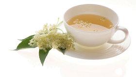 Natrhejte si zdraví rovnou z keře: Z černého bezu je skvělý čaj i sirup