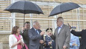"""Klaus slavil v Lánech. """"Doufám v Zemanovu moudrost,"""" uvedl k policejní kauze"""