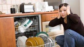7 největších chyb, které děláte při používání myčky