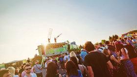 Nejlepší festivaly Česka: Kam za hudbou v létě a na co se můžete těšit?