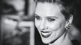 Herečka Scarlett Johansson otevře obchod s popcornem: Bude v něm sama obsluhovat