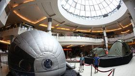 Mobilní planetárium láká více než 3D filmy. Unikátní kino má už i Praha