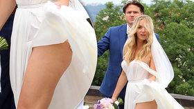 Svatba Kuchařové s Brzobohatým: Nevěsta vystrčila na hosty zadeček!