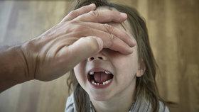 Zvrhlý úchyl: Invalida sexuálně zneužíval deset let malé holčičky, nejmladší byly jen 2 roky!