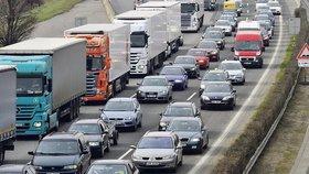 Slováci zavřeli hranice pro kamiony, kolona měří přes tři kilometry