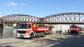 Generační výměna u nebušických hasičů: Starý vůz nahradil modernější a vybavenější