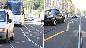Žluté vlnobití v Praze: Řidiči musí kličkovat mezi čárami