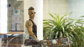 Robbie Williams tajně v Praze! Jeho tryskáč přistál o půlnoci!