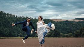 Utajená svatba Andrey Kerestešové: Obřad v polích. Proč neměla bílé šaty?