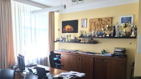 Praha 1 musí znovu platit pokutu: Chybovala při nákupu nábytku do kanceláří