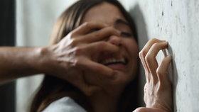 Po znásilnění otěhotněla, dítě si nechala. Agresory často ani neodsoudí