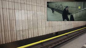 Při natáčení filmu Vejška posprejovali metro. Skvrny nejdou odstranit