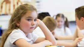 Píše písmena opačně, nechce psát úkoly: Jak poznat poruchu učení?