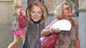 Dagmar Havlová ví, jak na horko: Ulicí plula v růžových šortečkách