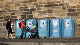 Zloději záchodů ukradli 2 miliony korun: Podnikatel odhalil podvod díky fotografii dcery