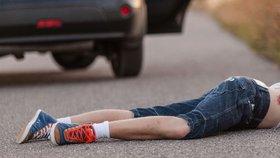 Dítě (6) bojuje o život: Přeletělo přes kapotu auta, které ho srazilo na přechodě v Bohumíně