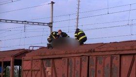 Dívka (†13) v Jihlavě lezla na vagón a zasáhl ji proud! Neštěstí nepřežila